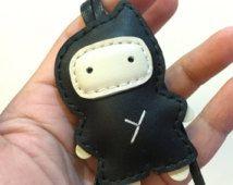 Klein formaat - Taka de Ninja koeienhuid lederen charme (zwart)