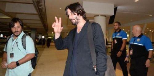 Simpático Keanu Reeves en la Placita de Santurce....