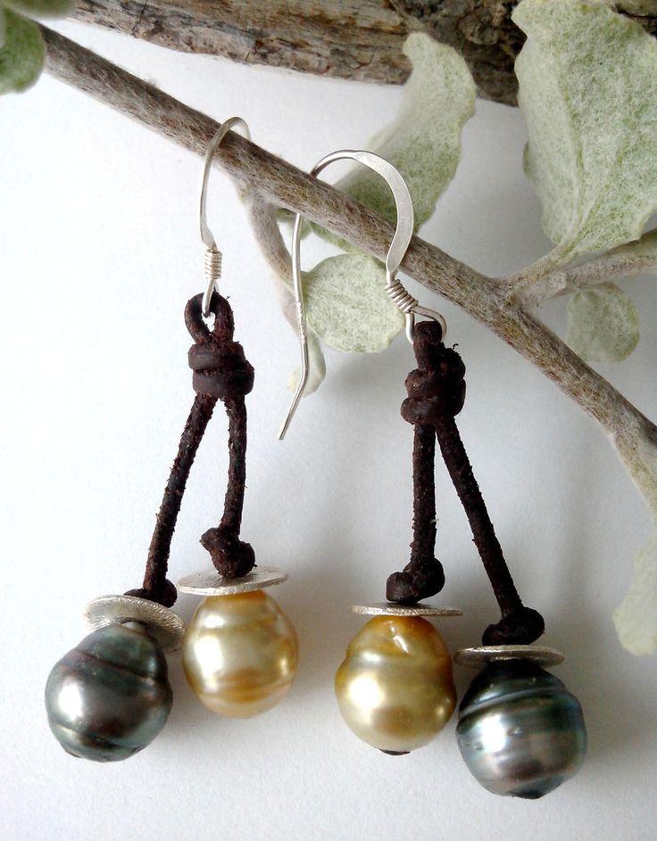 Boucles d'oreilles perles de Tahiti et perle gold australie chips en argent et argent massif : Boucles d'oreille par perla-mundi  #tahitianpearls #tahitian #pearls #boho #bohemian #handdmade #organic #gypsy #jewels #madeinfrance #giftingluxury #blackpearls #surf #surferjewelry #surf #surfer #handmade #beach #jewelry #jewel #perlamundi #perla #bracelets #necklaces #earrings #tahiti