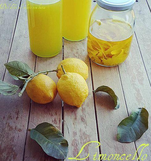 Il limoncello è uno dei liquori, non a torto, più famosi, un liquore profumatissimo, ottimo come digestivo e, inoltre, può essere utilizzato per la preparazione di numerosi dolci e creme, o come bagne per torte, oppure per irrorare le macedonie di frutta. E' un liquore gradevolmente dolce, non vi resta che scoprire come prepararlo!