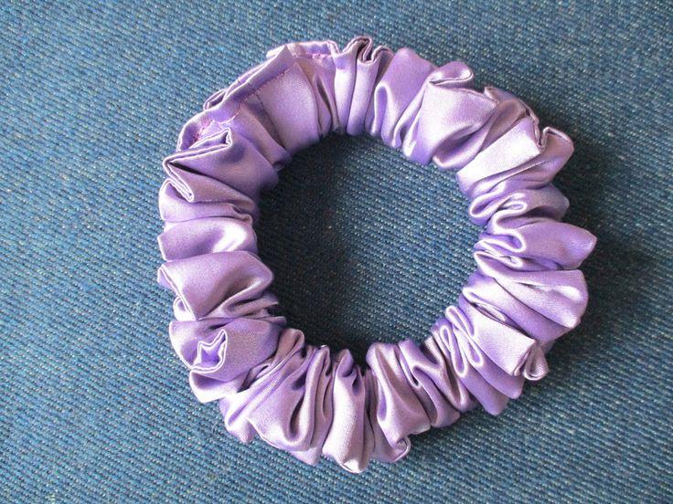 Haargummis - haarrosette, schmal haar scrunchie aus lila satin - ein Designerstück von Krumina bei DaWanda