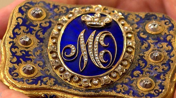 Welche Person steckt wohl hinter dem Brillant-Monogramm auf dieser goldenen Schnupftabakdose, die der russische Hofjuwelier Carl Edvard Bolin zwischen 1840 und 1860 gefertigt hat? Geschätzter Wert: ab 5.000 Euro