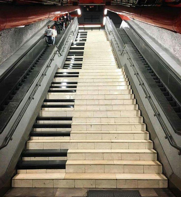 Street art piano
