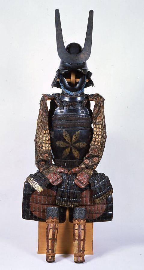 小幡信貞の甲冑 黒漆塗二枚胴具足