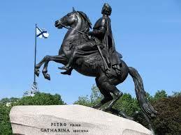 Escultura ecuestre, el Jinete de Bronce es una escultura ecuestre de Pedro el Grande, hecha en bronce por Étienne-Maurice Falconet en San Petersburgo, Rusia. Textura lisa , acabado mate y color negro