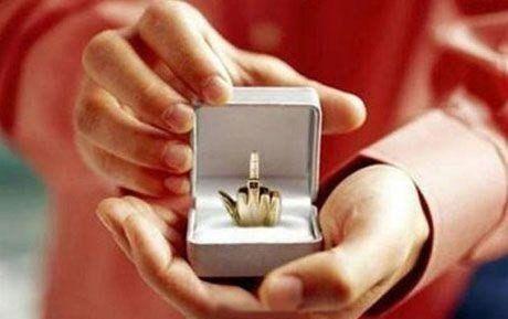 """Кольцо для разрыва отношений """"Ты дашь мне развод?""""."""