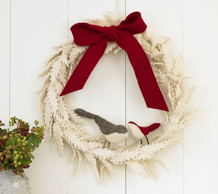 """Felted Wool Wreath with Red Birds, 16""""DIAM - VivaTerra"""
