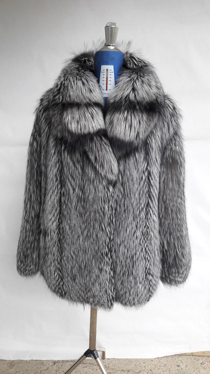SiLVER FOX FuR FULL SKIN coat with colar-Vollhaut Silberfuchs Pelzmantel Pelzjacke mit Haube-Giacca di pelliccia volpe piena con cappuccio by DamianKastorianFurs on Etsy