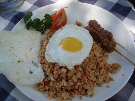 nasi goreng met sate en kroepoek...the Indonesian influence in cuisine.
