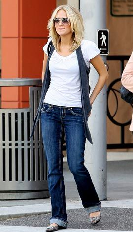 Carrie Underwood casual style