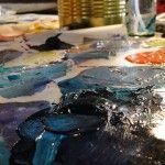 Un poco de azul, rojo o amarillo sobre una paleta dieron paso a tonos llenos de brillo, ilusión y misterio. Escenas repletas de color y sensaciones son confeccionadas por factores socio-culturales y estéticos plasmados por hombres que alcanzaron la inmortalidad entre los mortales gracias a su talento, conocimiento y pasión.  Las paletas de color …