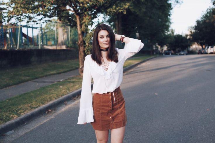 White flared sleeve blouse and choker | Style Blog @rachaeln_