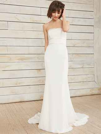 Nouvelle Amsale Spring 2018: The Perfect Mix of Sexy and Sweet   TheKnot.com