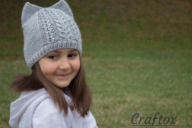 Вязаная шапка с ушками кошки спицами. Модель, схема и описание.