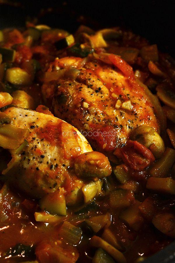 De Italiaanse kip/groenteschotel die ik je vandaag ga laten zien is ideaal om het nieuwe jaar op een gezonde manier te starten.