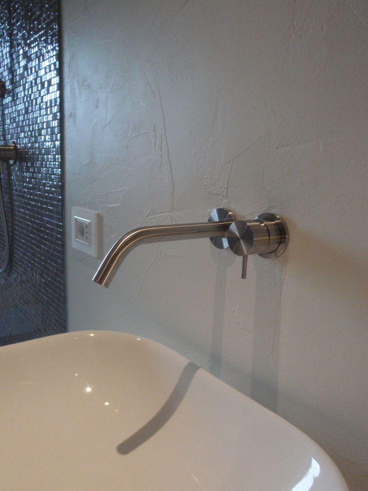 stile essenziale e moderno lavabo e accessori