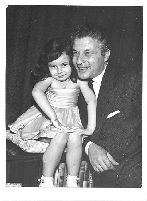 """""""Ayşecik"""" filminin galasında, Zeynep Değirmencioğlu Kenan Pars ile (1960). Agâh Özgüç Arşivinden."""