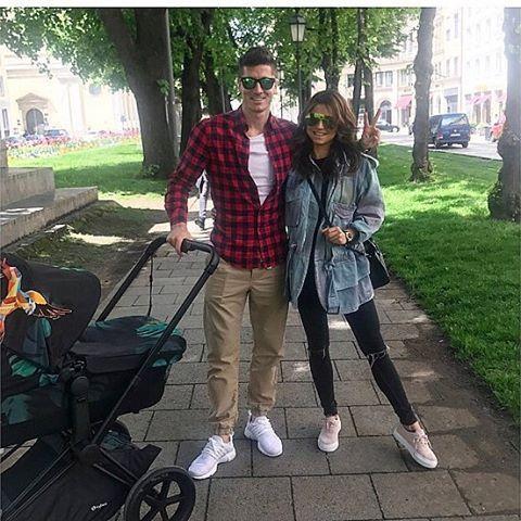 "493.5k Likes, 1,739 Comments - Robert Lewandowski (@_rl9) on Instagram: ""With my girls❤️ @annalewandowskahpba #rl9"""
