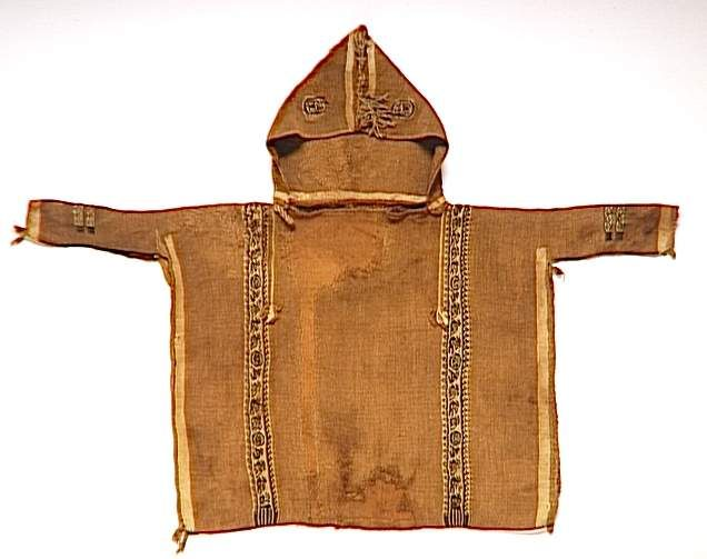 11th century coptic hooded tunic, of linen and wool, with tapestry-woven bands. (C) RMN-Grand Palais (musée du Louvre) / Hervé Lewandowski.