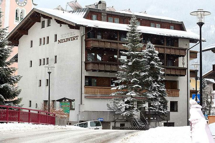 Hotel Neuwirt*** se afla in centrul localitatii Zell am Ziller, in celebra regiune de ski Zillertal, la circa 580 m altitudine. La circa 8 k...