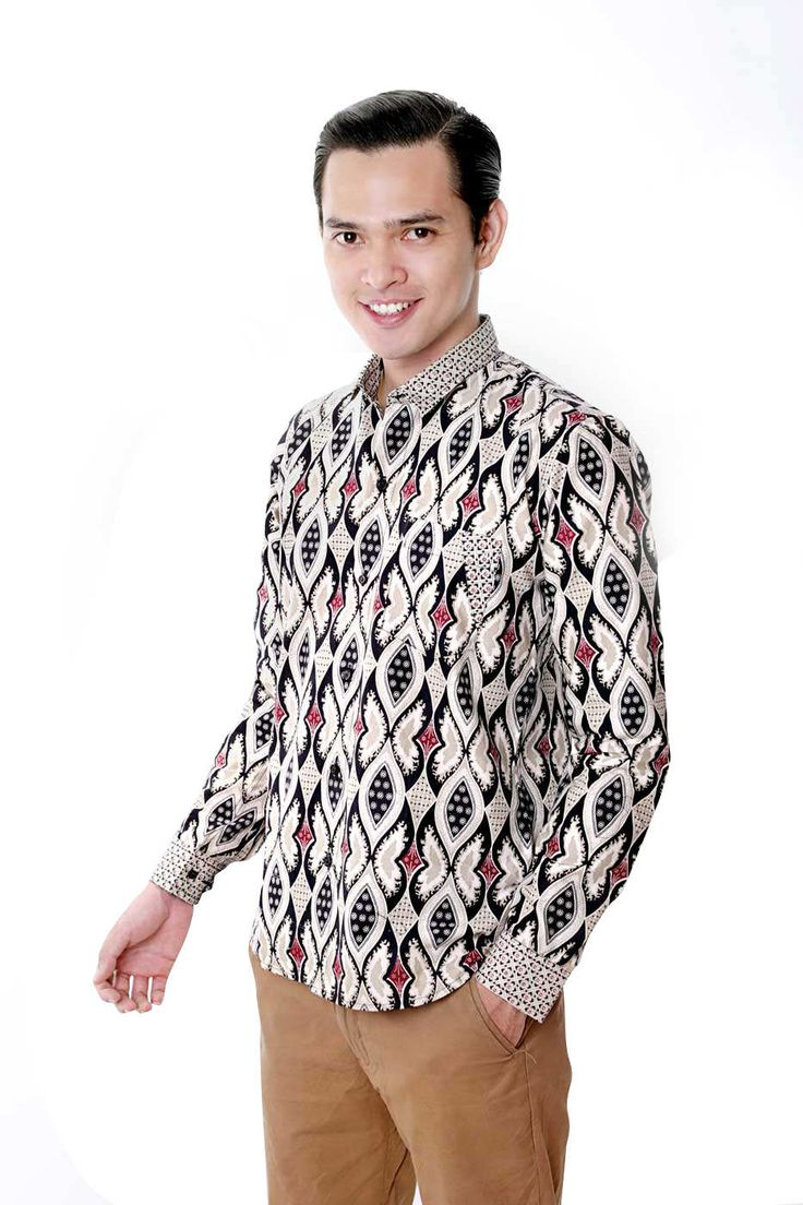 Nugi for balin.id agni motif long slevee log on www.balin.id batik heritage fashion mensfashion model menstyle slimfit muscle search Indonesia #batik #modernbatik #batikslimfit #batikindonesia #nugi #batikmuscle #batiksuit #batikmalang