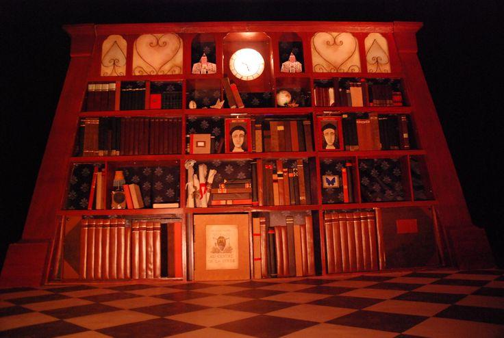 'Alice au Pays des Merveilles' Théâtre Tout à Trac - décor, costumes, accessoires, masques, marionnettes