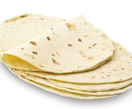 Ricetta Piadina romagnolaIngredienti •500 gr. di farina• •70 gr. di strutto• •200 ml. di acqua (o latte)• •5 gr. di sale• •2 gr. di bicarbonato di sodio• Preparazione