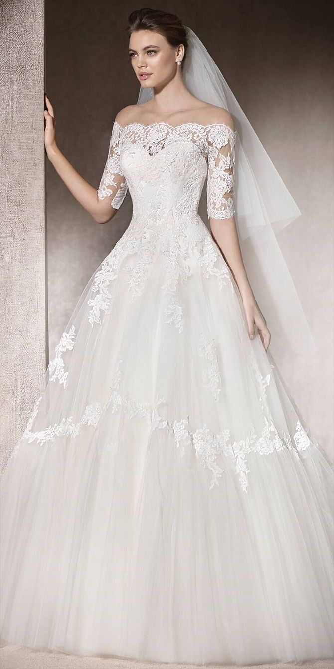 Romantic Princess Wedding Dress In Tulle With A Wide Skirt Decorated With  Lace, Thread Embroidery
