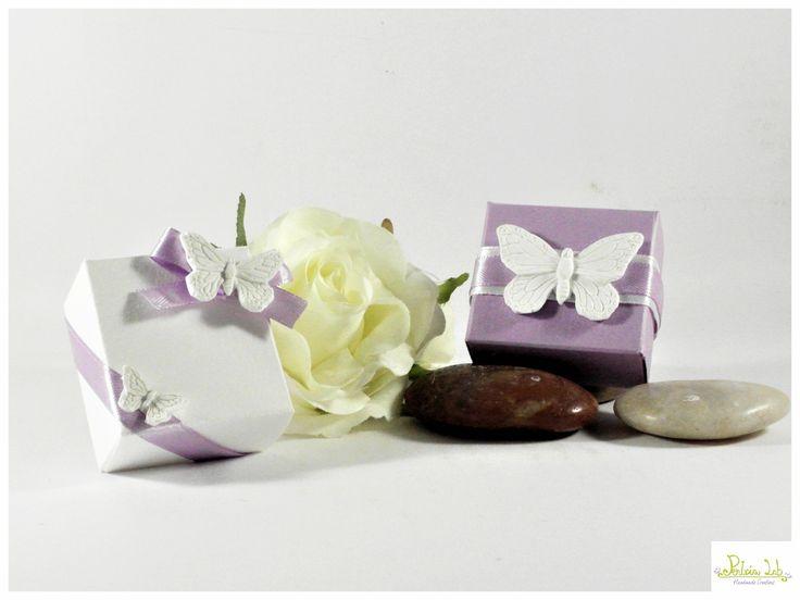 scatolina quadrata porta confetti con farfalline in gesso ceramico : Bomboniere di pentria-lab