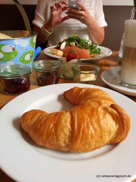 Frühstücken und Kaffee trinken in Karlsruhe: Das Café Juli am Gutenbergplatz