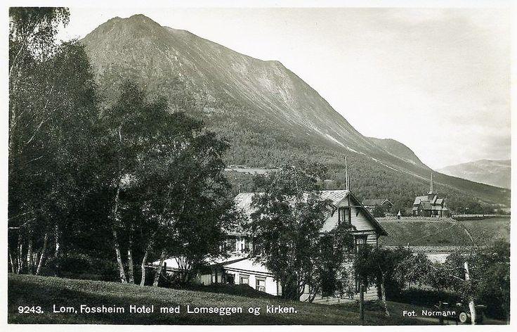 Oppland fylke Lom kommune Fossheim Hotell Lomsegga og kirken.Utg Normann 1920-tallet