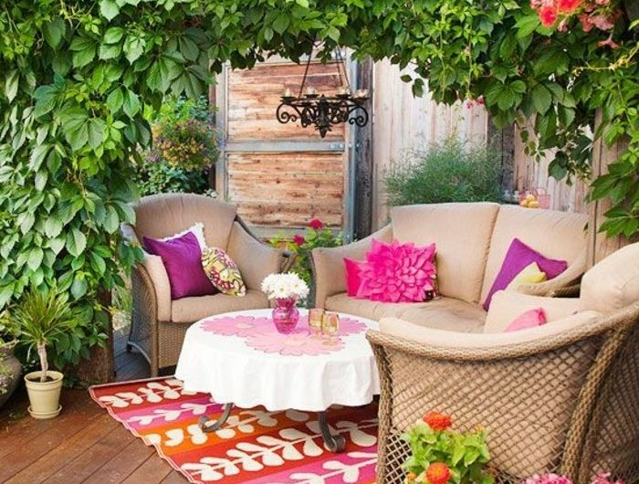 0-idee-deco-balcon-amenagement-balcon-plantes-vertes-d-exterieur-fleurs-de-balcon