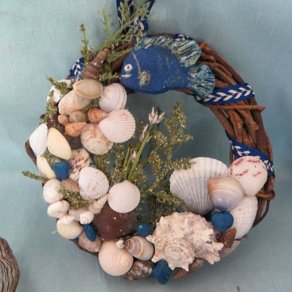 180 best images about wreaths beachy on pinterest summer for Seashell wreath craft ideas