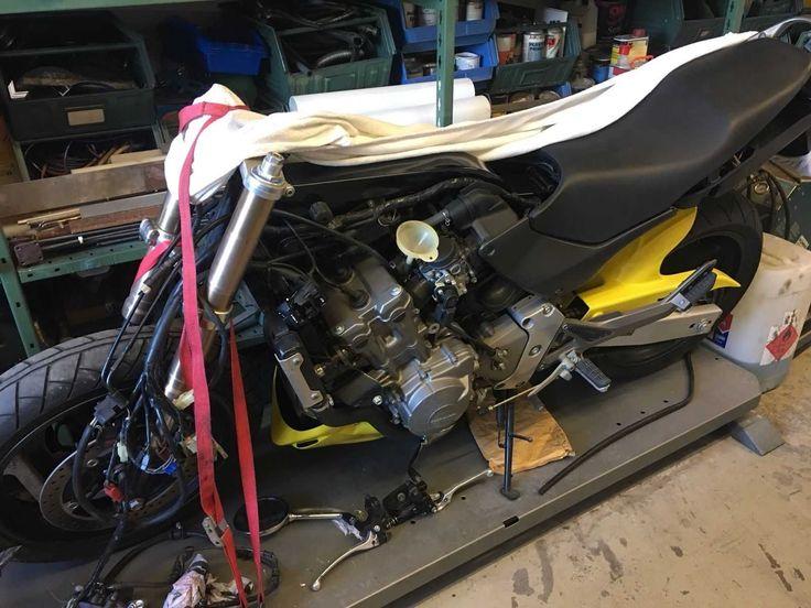 Honda Hornet 600 F1 PC34 Gelb