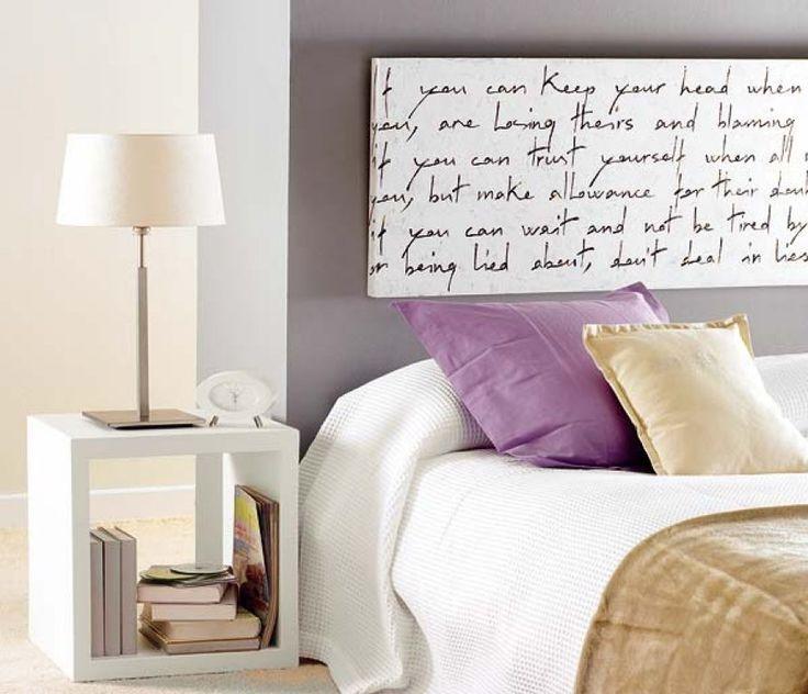 """No sé qué me gusta más, si el """"cabecero"""" hecho con un cuadro que contraste con la pared, o las mesillas"""