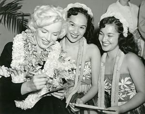 Marilyn: Marilyn with a broken thumb at the Honolulu airport on the way to Japan
