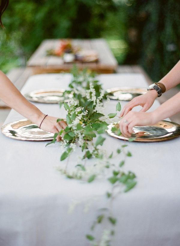 Trailing vine centerpieces dining rooms pinterest for Table and vine