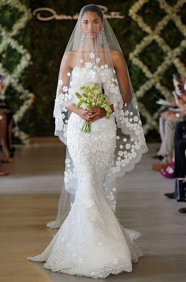 OscardelaRenta's New Wedding Dress Collection: Chantilly Leaf Lace Gown with Snowflake Lace