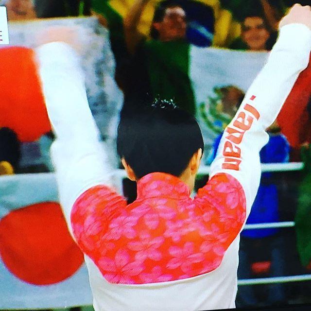 【kaointko】さんのInstagramをピンしています。 《体操個人総合金メダル✨凄いっ!  #オリンピック#金メダル#日本代表ジャージ #桜#内村航平おめでとう》