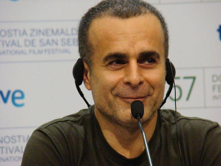 Aiuto regista di Abbas Kiarostami per il film Il vento ci porterà via (Bad ma ra khahad bord) (1999) e attore per Samira Makhmalbaf per il film Lavagne (Takhté siah), dopo aver realizzato diversi cortometraggi esordisce alla regia di un lungometraggio nel 2000 con Il tempo dei cavalli ubriachi (Zamani barayé masti asbha). Il film, presentato nella Quinzaine des Réalisateurs del Festival di Cannes 2000, vince la Caméra d'or per la miglior opera prima[1] e il premio FIPRESCI.