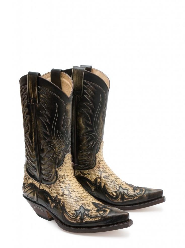Cuando la experiencia, diseño y calidad se cruzan con la pasión y artesanía el resultado sólo puede ser uno: Sendra Boots - handmade boots.    When the experience, quality and design are crossed with the passion and craftsmanship the result can only be one: Sendra Boots - handmade boots. #Sendra #Boots #Botas #Man #Cowboy