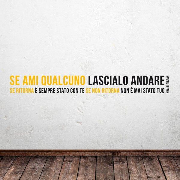 Wall sticker giallo e nero con aforisma di Kahlil Gibran (a partire da euro 21,90)