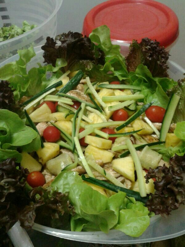 Hawaiin salad with Chicken and Pineapple