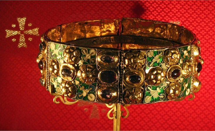 Iron crown of the Langobards.