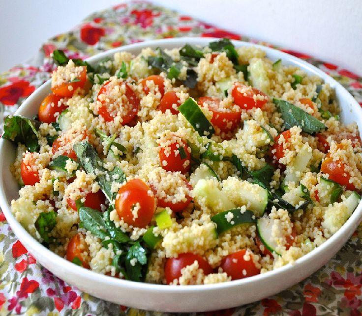 Σαλάτα με couscous, αγγούρι και ντομάτα