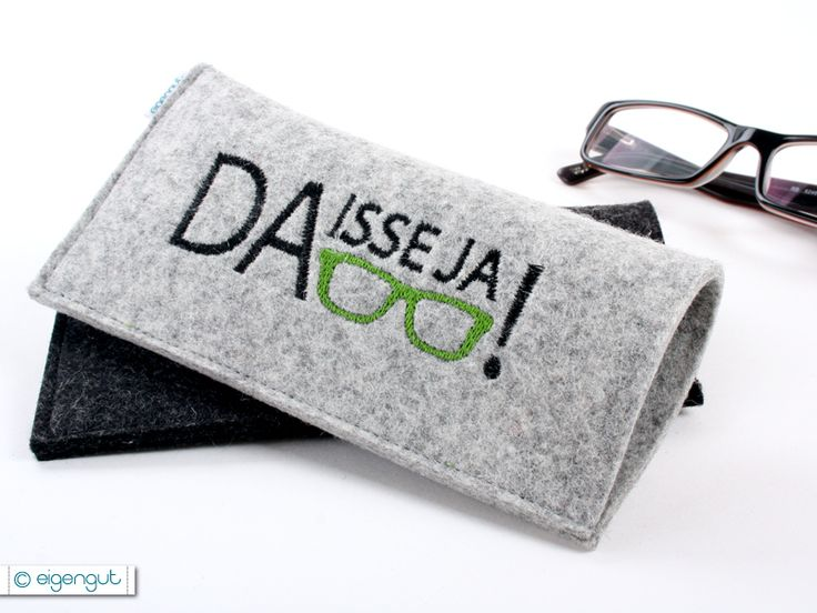 In diesem schicken Brillenetui, aus 100 % Wollfilz, findet Deine Brille ihren Platz. Das Etui ist ca. 8 mal 16cm groß.  Bestickt mit dem Motiv *...