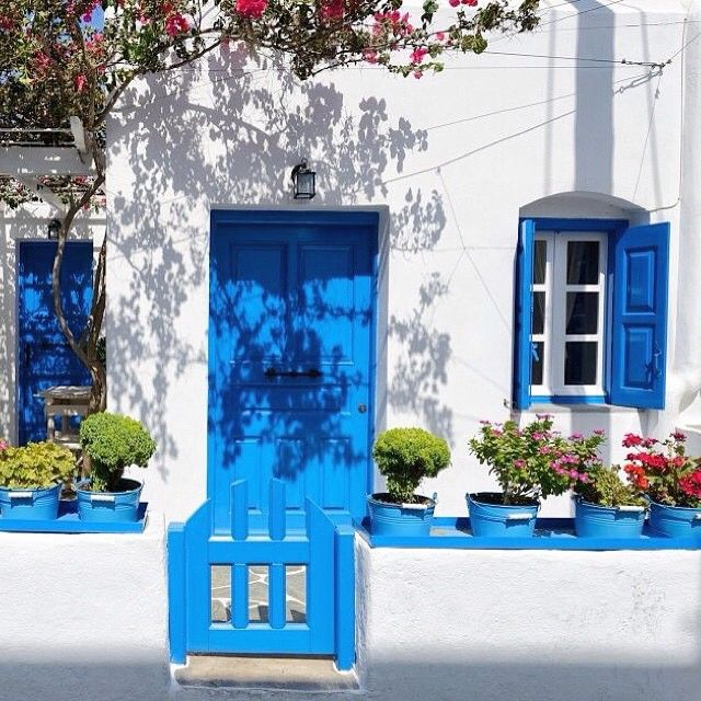 Magical Cycladic style house , in Folegandros island (Φολέγανδρος) . Stunning white and blue , the colors of Greece & Cyclades islands ☀️.
