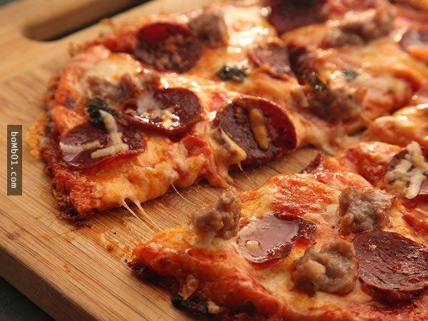 發明這道美味的人真是個天才!看了這非常簡單的食譜,你也可以成為披薩店的大廚! - boMb01