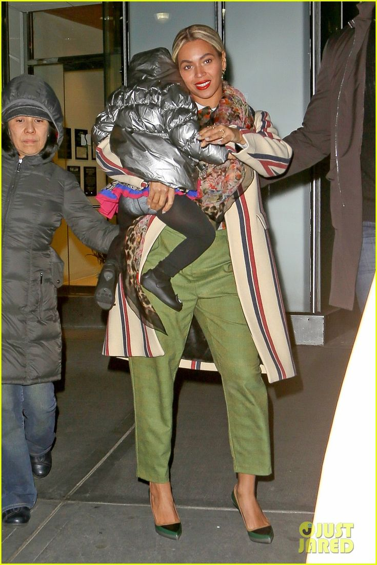 Beyonce leaves a business meeting with her daughter Blue Ivy on January 16, 2014