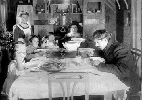 Korney Chukovsky, a Russian famous writer, with his family.